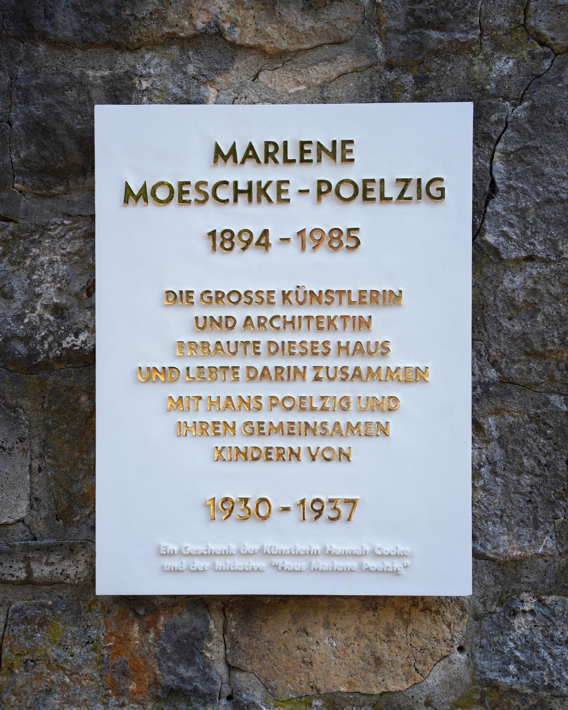 Gedenktafel_Marlene-Poelzig_Mauer_frontal